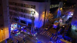 Operativo de emergencias por el incendio de una residencia de ancianos en Sevilla