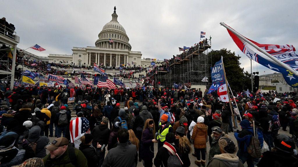 Partidarios del presidente de Estados Unidos, Donald Trump, asaltan el Capitolio