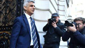 Sadiq Khan, alcalde de Londres, llegando a una reunión en Downing Street