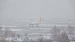 Un avión de la compañía Iberia en el Aeropuerto de Madrid-Barajas Adolfo Suárez, en Madrid