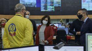El consejero de Sanidad, Enrique Ruiz Escudero y la presidenta de la Comunidad de Madrid, Isabel Díaz Ayuso durante su visita a la Agencia de Seguridad y Emergencias de Madrid 112