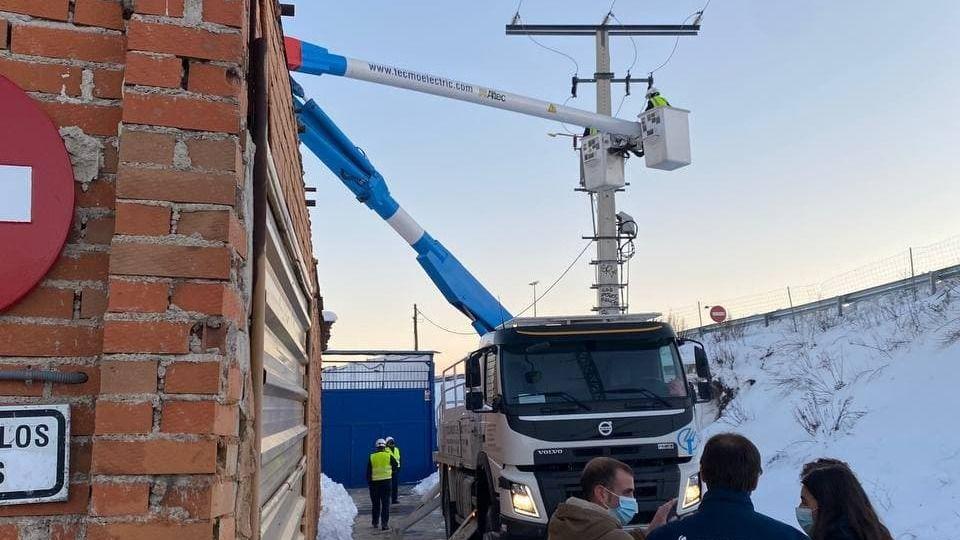 Naturgy trabaja esta tarde para desconectar puntos sospechosos de sobrecarga en Cañada Real