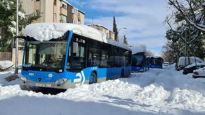 Varios autobuses de la Empresa Municipal de Transportes (EMT)
