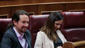 El secretario general de Podemos, Pablo Iglesias, y la portavoz adjunta de Unidas Podemos en el Congreso, Ione Belarra
