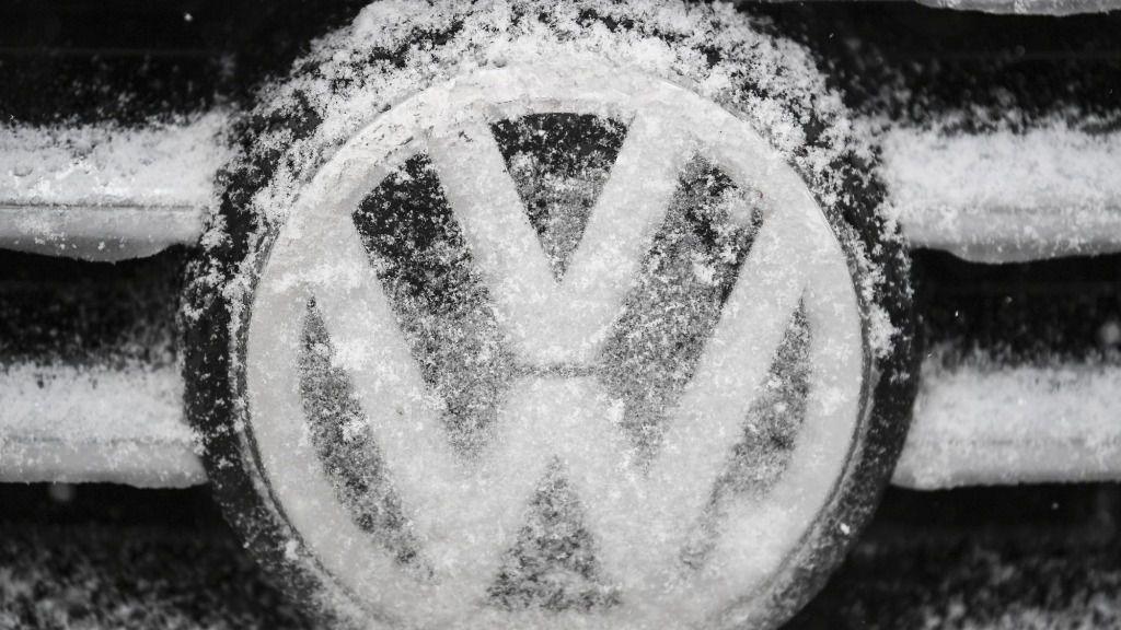 El grupo automotriz alemán Volkswagen reduce metas de ventas y beneficios para 2020