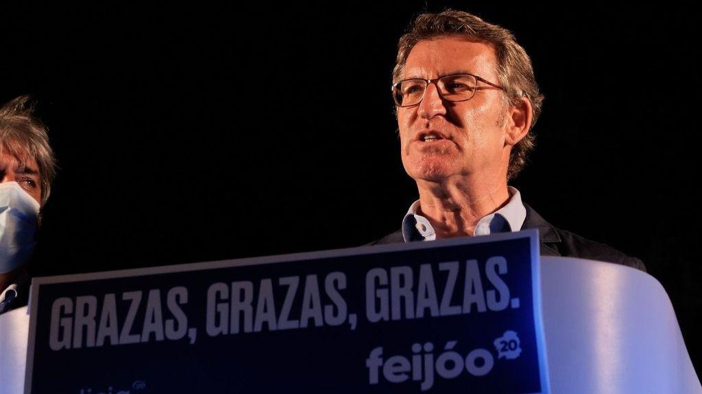 El presidente de la Xunta y candidato a la reelección por el PP, Alberto Núñez Feijóo, valora los buenos resultados obtenidos por su formación en las elecciones gallegas durante la noche electoral del 12J en Santiago de Compostela, A Coruña, Galicia