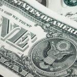 Cuba impone luz roja al depósito de dólares estadounidenses en efectivo