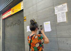 Mujer frente a una oficina de empleo - Autor: Eduardo Parra - Europa Press