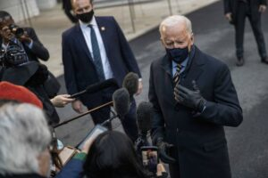 El presidente de Estados Unidos, Joe Biden, antes de su intervención en un acto en Milwaukee. - SHAWN THEW - POOL VIA CNP / ZUMA PRESS / CONTACTOP