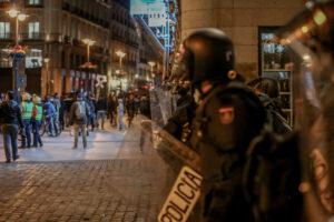 Varios agentes de la Policía Nacional durante una manifestación contra el encarcelamiento del rapero Pablo Hasel en la Puerta del Sol - Autor: Ricardo Rubio - Europa Press