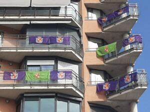 """Banderas de Jaén en balcones de la provincia contra el """"ninguneo"""" de administraciones"""