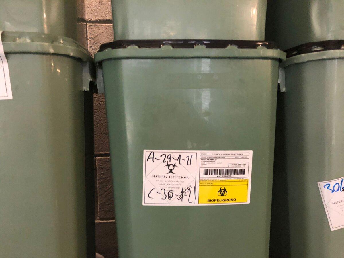 Residuos apilados en el Hospital Puerta de Hierro