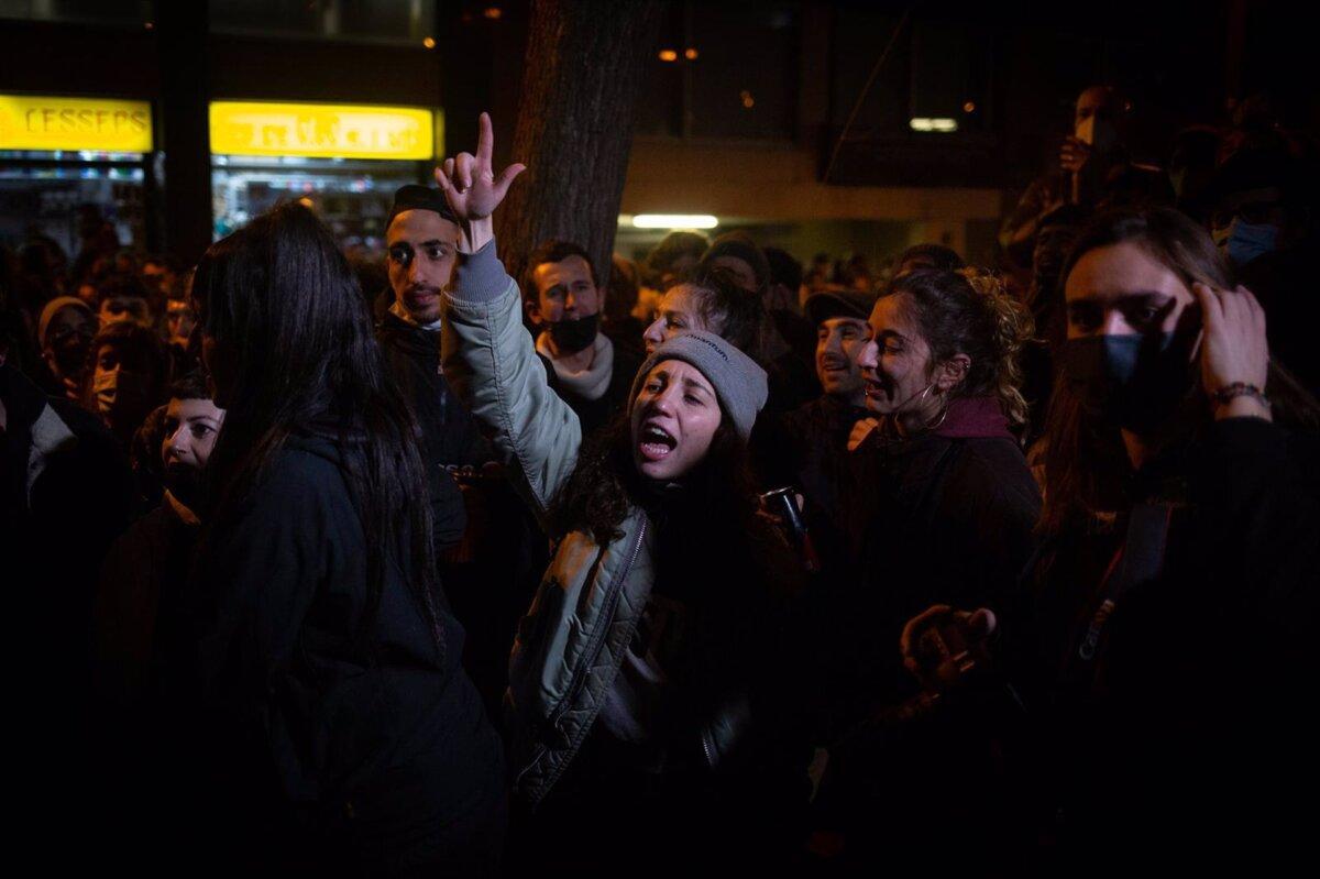 Protestas en Barcelona por la detención e ingreso en prisión del rapero Pablo Hasel por los delitos de enaltecimiento del terrorismo e injurias a la corona - DAVID ZORRAKINO - EUROPA PRESS