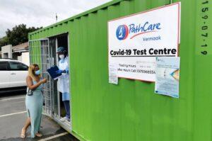 Centro de pruebas de la COVID-19 en Johanesburgo, Sudáfrica