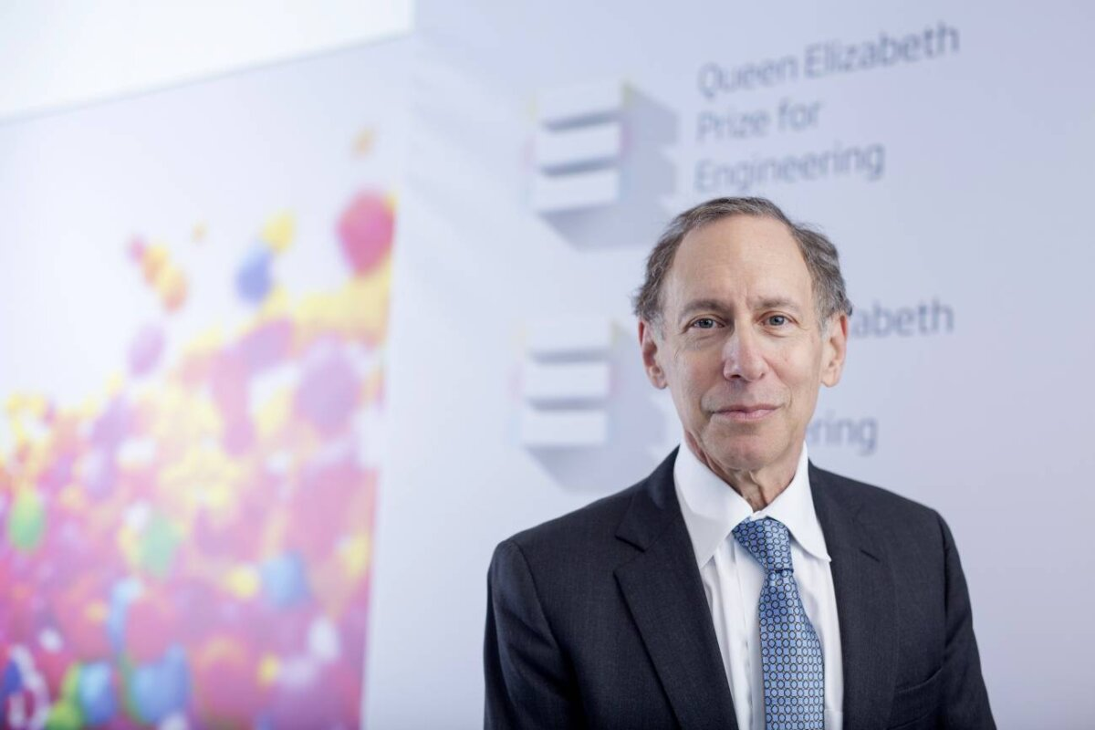Robert Langer, en la Real Academia de Ingeniería de Londres, tras obtener el QEPrize for Engineering en 2015. / Foto cedida por el entrevistado.