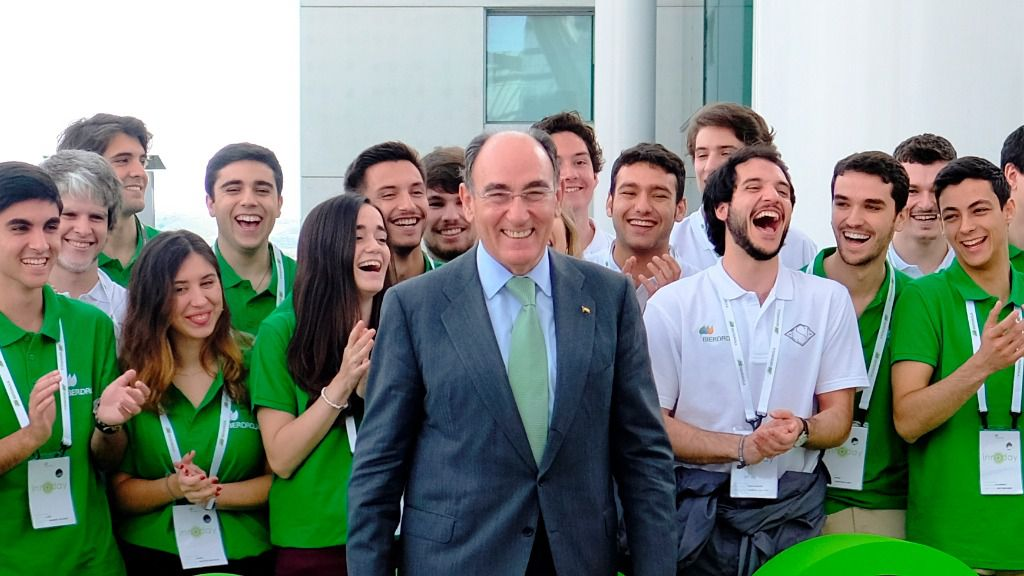 Ignacio Galán con jóvenes