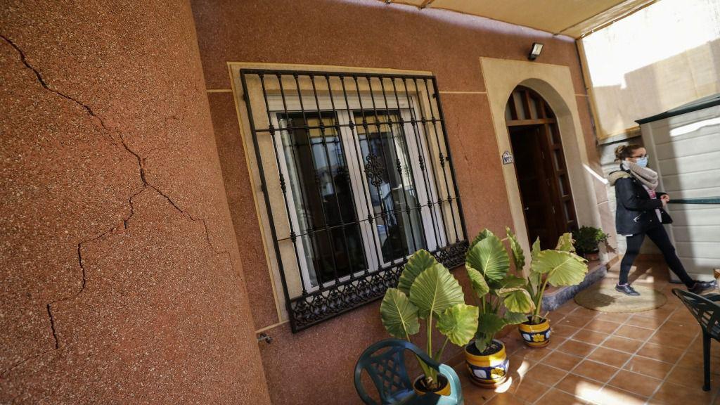 Grietas en una vivienda tras el terremoto de 4.4 grados con epicentro en Santa Fe del pasado sábado