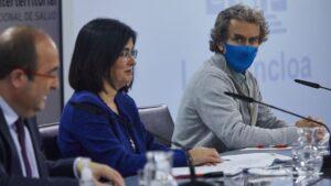 El ministro de Política Territorial y Función Pública, Miquel Iceta, la ministra de Sanidad, Carolina Darias y el director del Centro de Coordinación de Alertas y Emergencias Sanitarias (CCAES), Fernando Simón