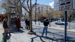 Parada de autobus, autobuses, carril bus, calle, transporte público