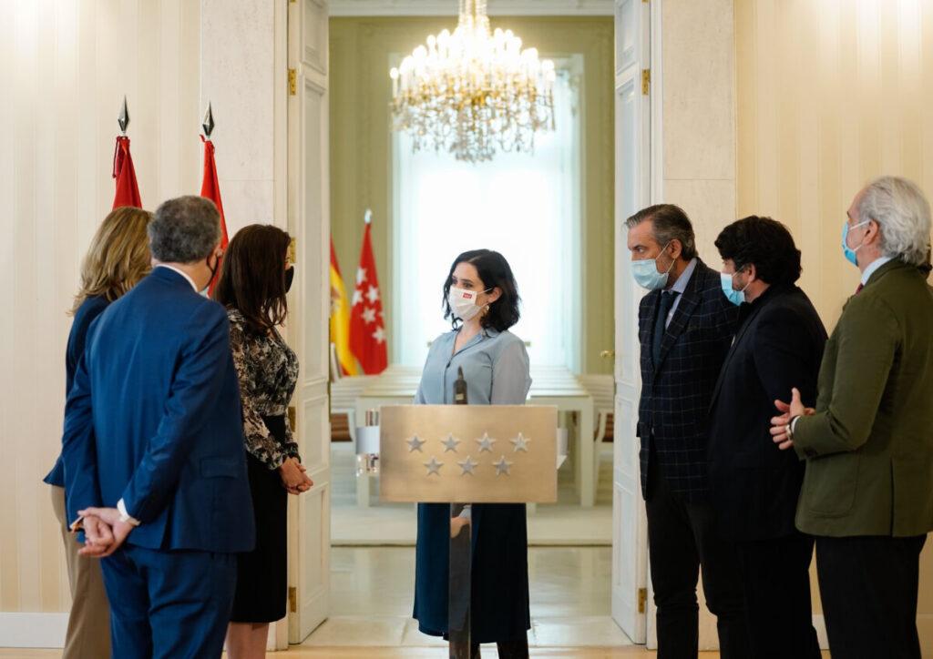 Isabel Díaz Ayuso junto a sus consejeros