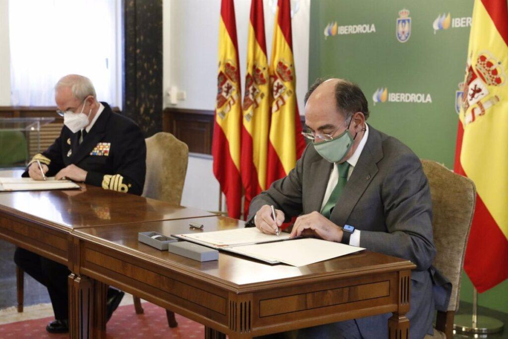 Ignacio Galán, presidente Iberdrola y Teodoro E. López Calderón, JEMAD