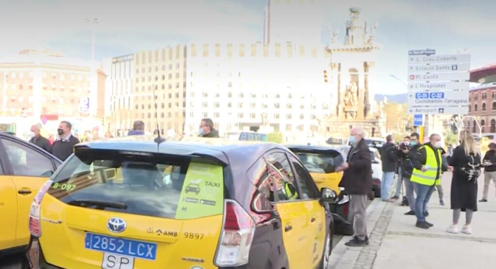 Marcha lenta de taxistas de Barcelona