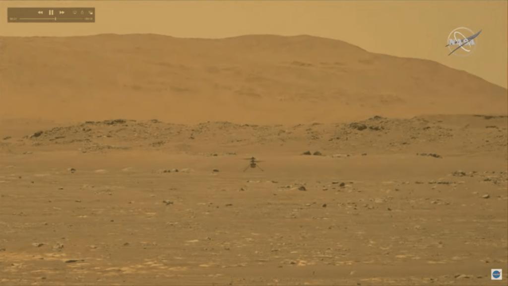 Primera imagen de Ingenuity en vuelo tomada por el 'rover' Perseverance en Marte. / NASA/JPL-Caltech
