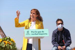 La candidata de Más Madrid a la Presidencia de la Comunidad de Madrid, Mónica García (i), y el líder de Más País, Íñigo Errejón (d), durante el acto de inicio de campaña del partido - Marta Fernández - Europa Press