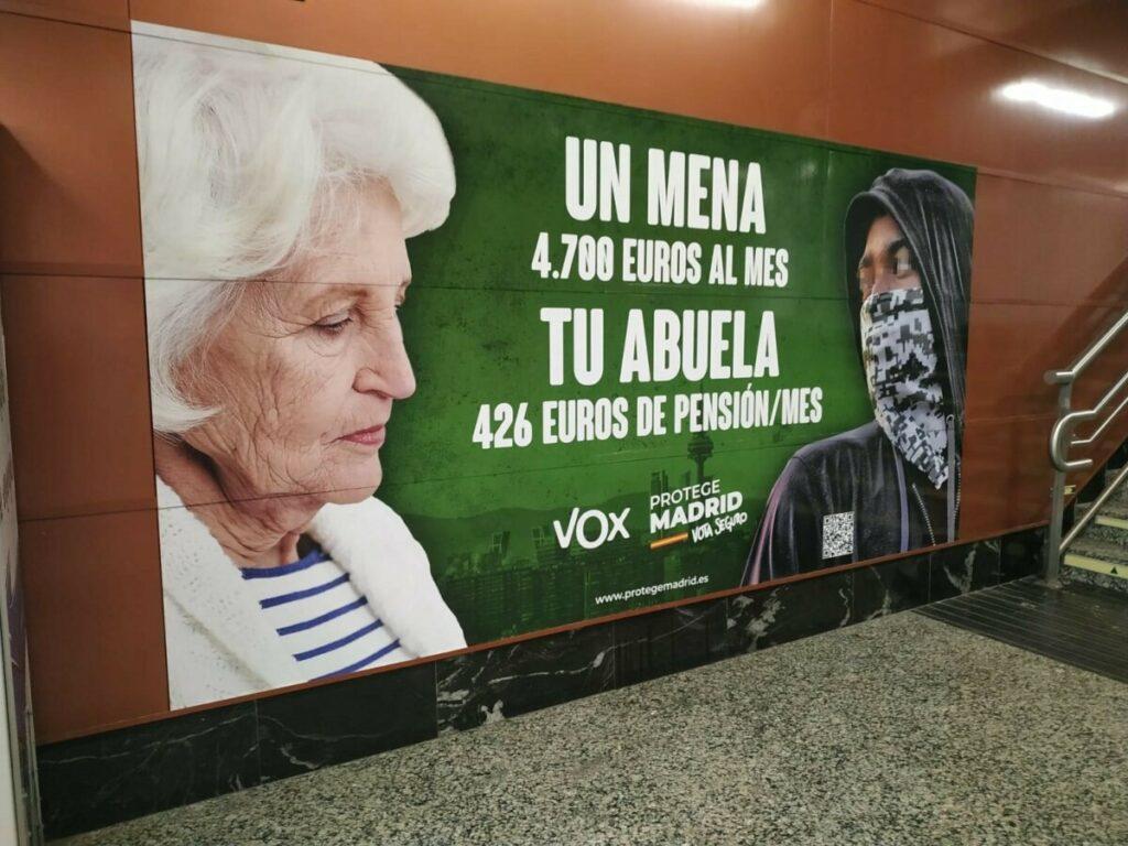 Cartelería electoral de Vox en la estación de tren de Sol - EUROPA PRESS
