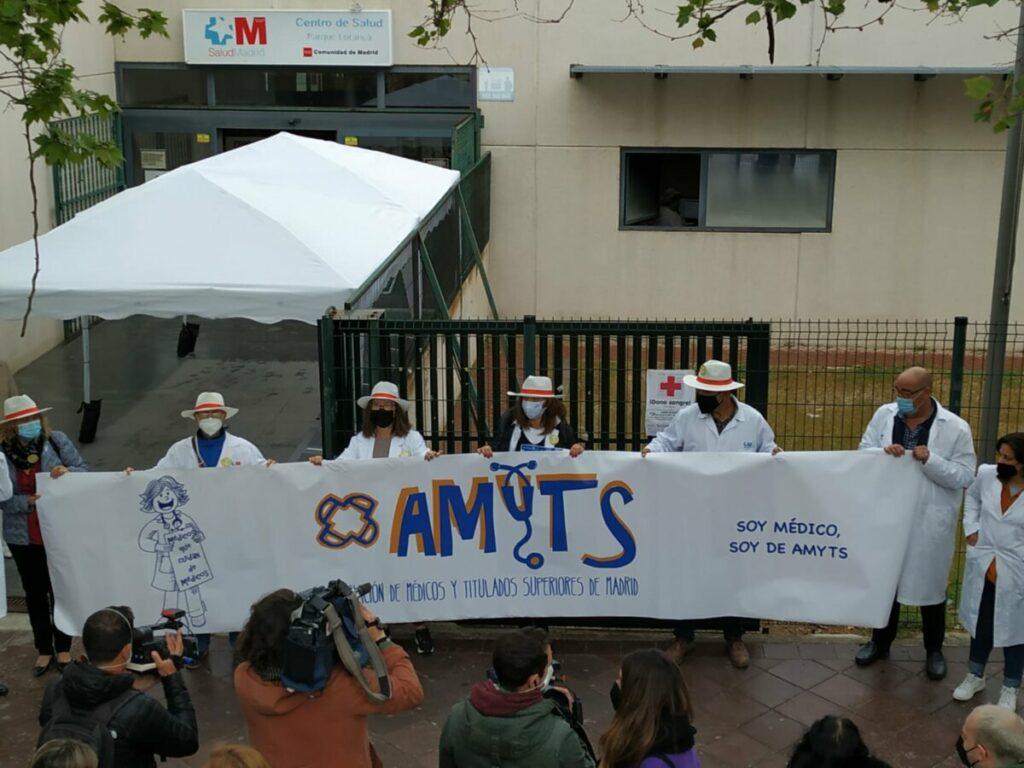 Reivindicación del sindicato Amyts ante un centro de salud.