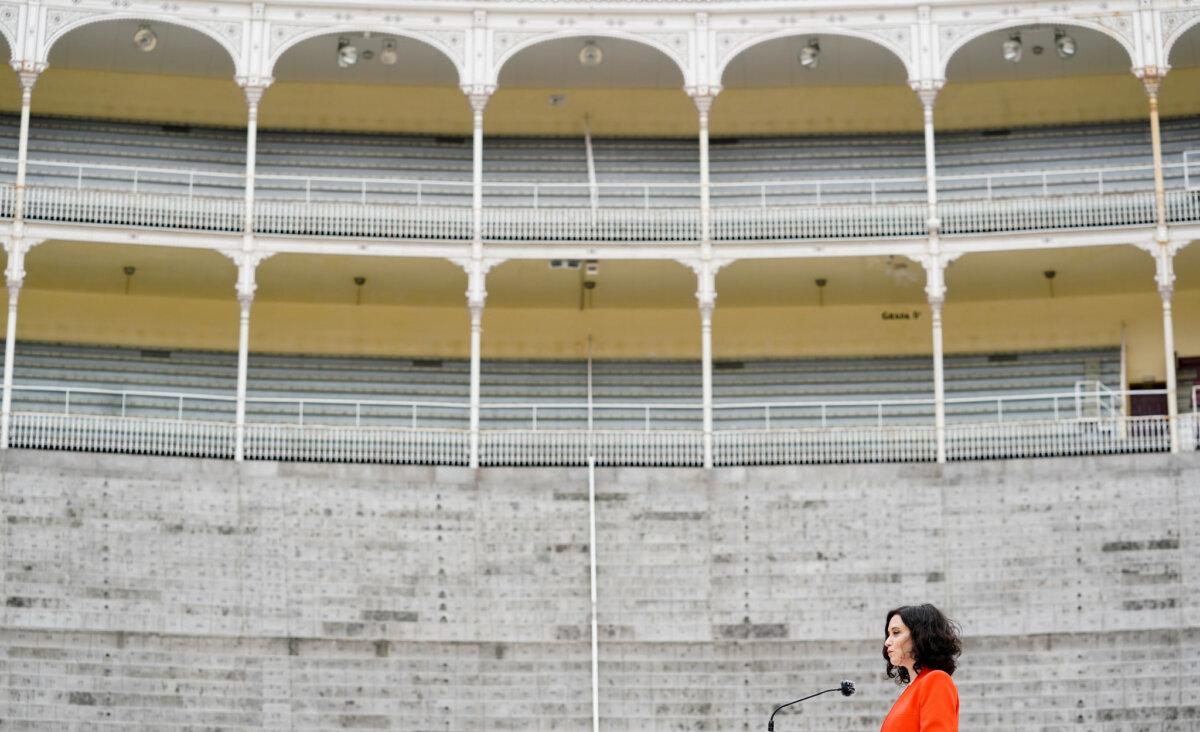 La presidenta de la Comunidad de Madrid, Isabel Díaz Ayuso, en Las Ventas.