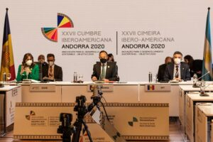 La secretaria general Iberoamericana, Rebeca Grynspan, y el jefe del Gobierno de Andorra, Xavier Espot, en el plenario de la Cumbre Iberoamericana - JAVIER BORREGO - Europa Press