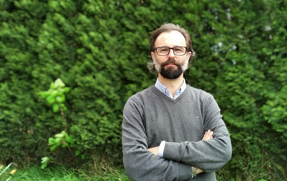 El investigador Germán Orizaola, de la Universidad de Oviedo. / Foto cedida por él