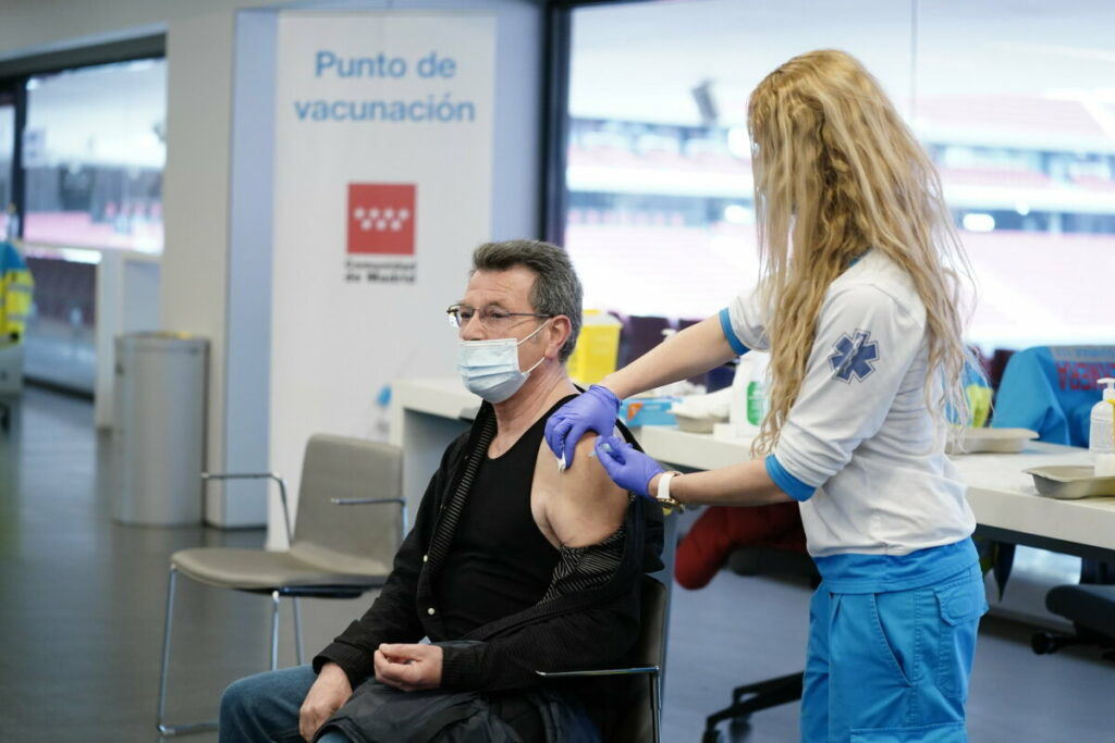 El 56% de la población ya ha recibido la pauta completa de vacunación