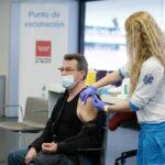 Madrid deja de vacunar con AstraZeneca en siete hospitales pero sigue en Zendal, Wanda y WiZink