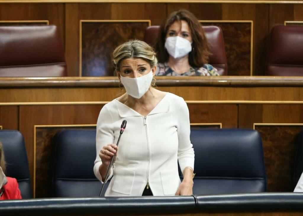 La vicepresidenta tercera del Gobierno y ministra de Trabajo y Economía Social, Yolanda Díaz, en la sesión de control. (Foto: Congreso)