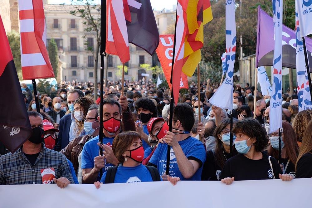 Trabajadores se movilizan contra el ERE de BBVA. - CCOO
