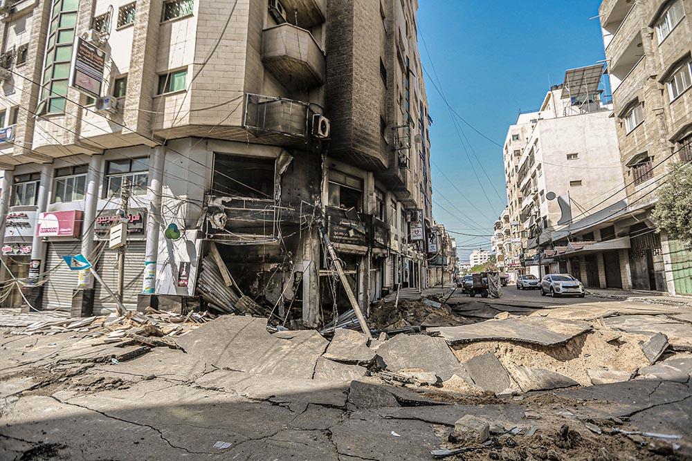 Destrucción de las calles e inmediaciones cercanas al Hospital Al Shifa en Gaza tras los bombardeos israelíes - Mohammed Talatene/dpa