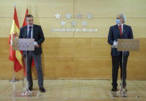 Los consejeros de la Comunidad de Madrid Enrique López y Enrique Ruiz Escudero.