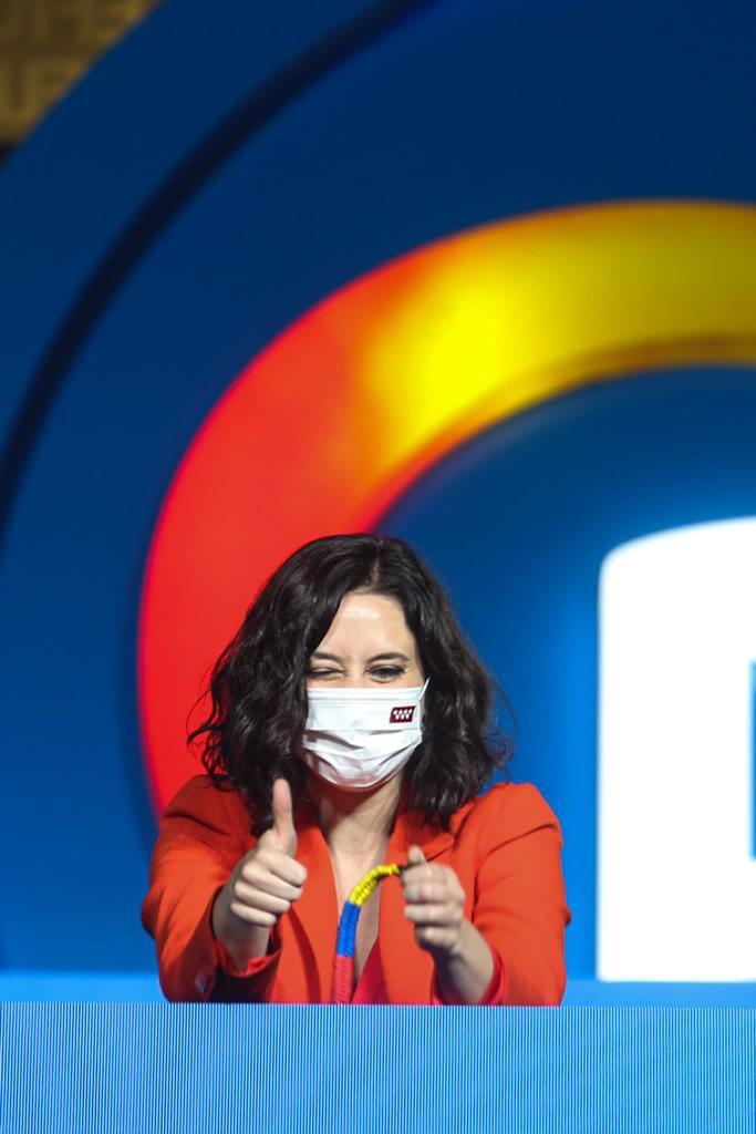 Isabel Díaz Ayuso celebrando los resultados del 4M en el balcón de Génova.