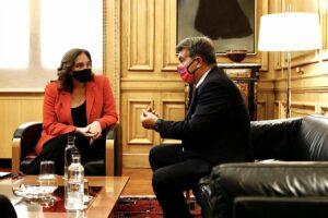 Reunión entre la alcaldesa de Barcelona, Ada Colau, y el presidente del FC Barcelona, Joan Laporta, en el Ajuntament - EDU BAYER/FCB