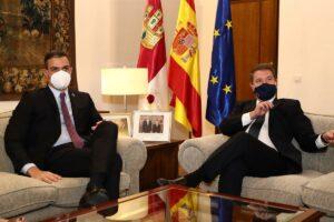 El presidente de Castilla-La Mancha, Emiliano García Page, y el presidente del Gobierno, Pedro Sánchez, en un acto en Toledo.