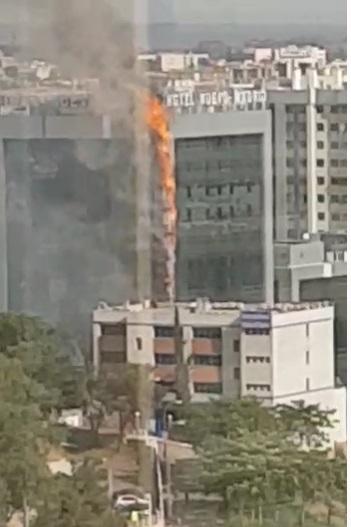 Arde parte de la fachada del hotel Nuevo Madrid, en Pío XII - CEDIDA.