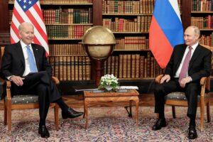 Los presidentes de Estados Unidos y Rusia, Joe Biden y Vladimir Putin, en su reunión en Ginebra. - -/Kremlin/dpa