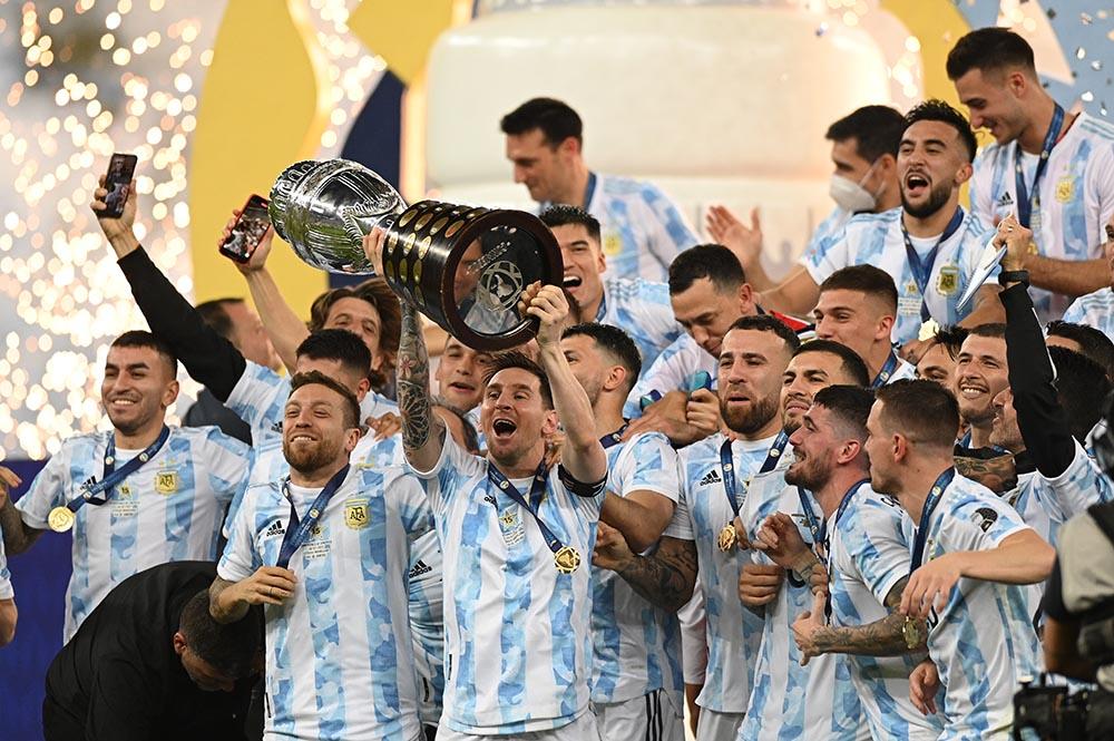 Leo Messi levanta la Copa América para Argentina - Andre Borges/dpa