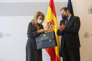 La nueva ministra de Transportes, Movilidad y Agenda Urbana, Raquel Sánchez, recibe la cartera ministerial de su predecesor, José Luis Ábalos, en la sede ministerial, a 12 de julio de 2021, en Madrid (España). El traspaso de carteras se efectúa después de - Isabel Infantes - Europa Press