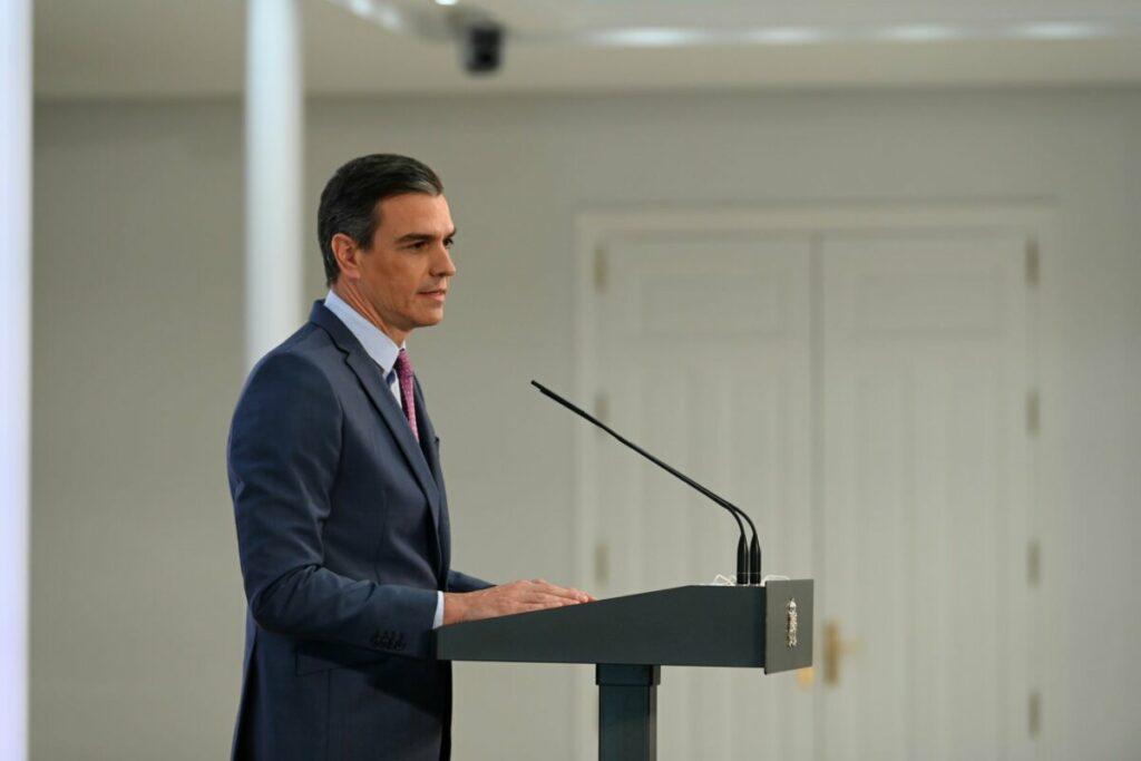 Sánchez pide a Puigdemont que comparezca ante la justicia y reivindica el diálogo con la Generalitat