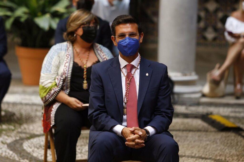 Francisco Cuenca (PSOE), en el pleno de investidura en el que ha sido elegido este miércoles nuevo alcalde de Granada. - ÁLEX CÁMARA-EUROPA PRESS