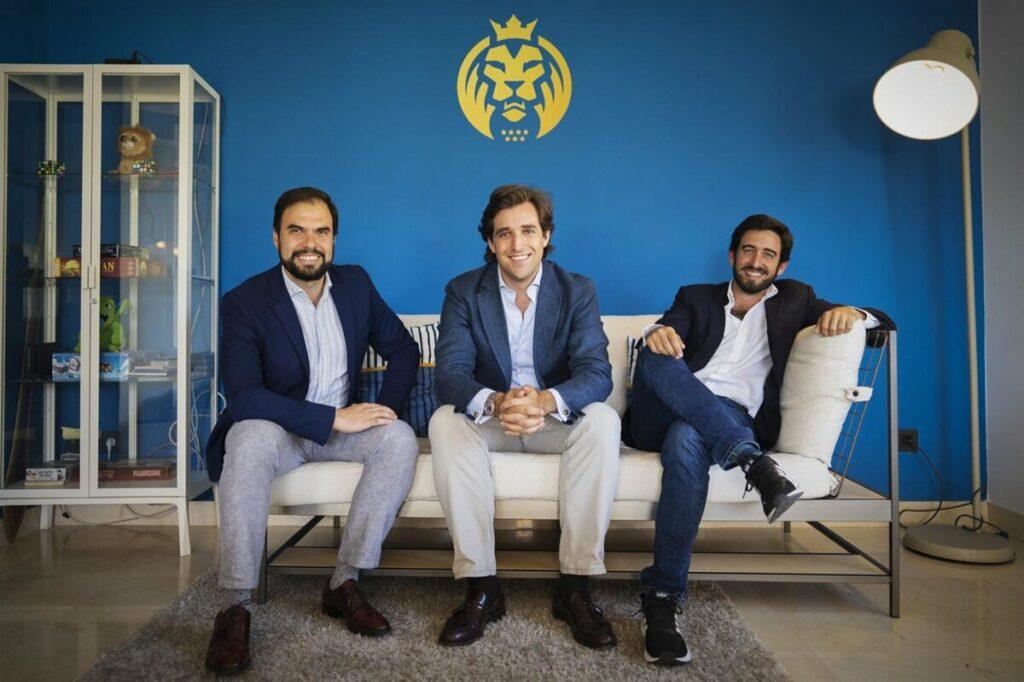 Pedro Belaunzarán, director de patrocinios de MAD Lions, Jorge Schnura, cofundador y presidente de MAD Lions y vicepresidente de OverActive, Ricardo Gómez-Acebo, director financiero. - MAD LIONS