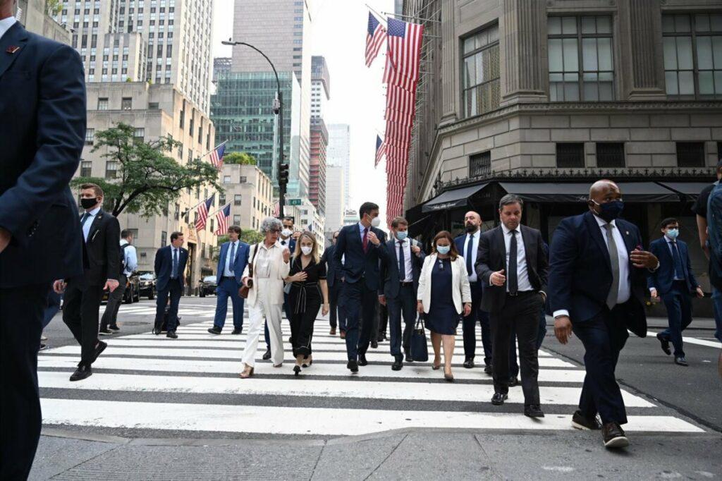 El presidente del Gobierno, Pedro Sánchez, durante un paseo en su viaje a Nueva York. - MONCLOA
